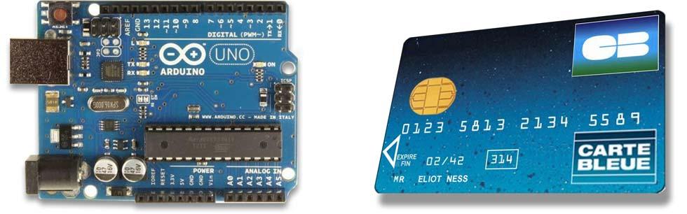 Carte Aduino UNO en vis à vis d'une carte bleue de payement