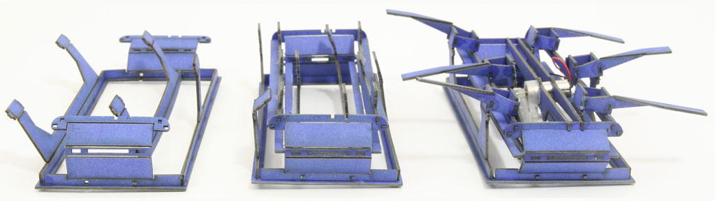 Diférentes étapes d'assemblage du chassis bleu
